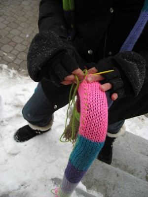 watching a yarn bomb artist in action